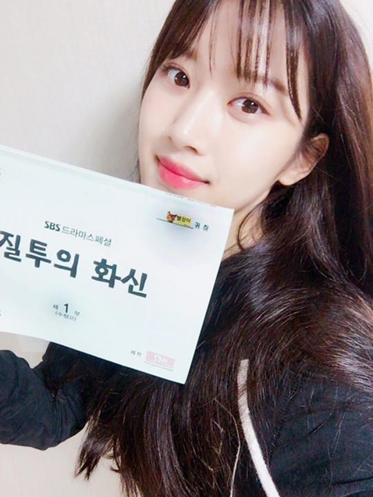 [스타SNS] '질투의 화신' 문가영, 첫 방송 전 본방사수 독려 인증샷 공개…'청순 여신'