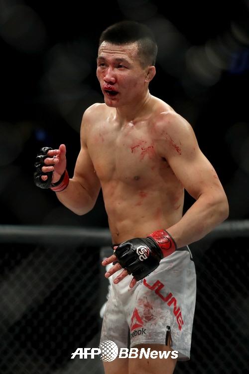 [UFC]'혈투 끝 복수 실패' 정찬성, 오르테가에 5R종료 후 판정패