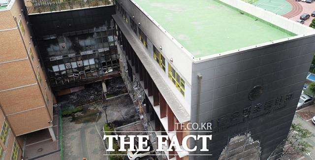 [TF포토] 화재로 검게 그을린 서울은명초등학교