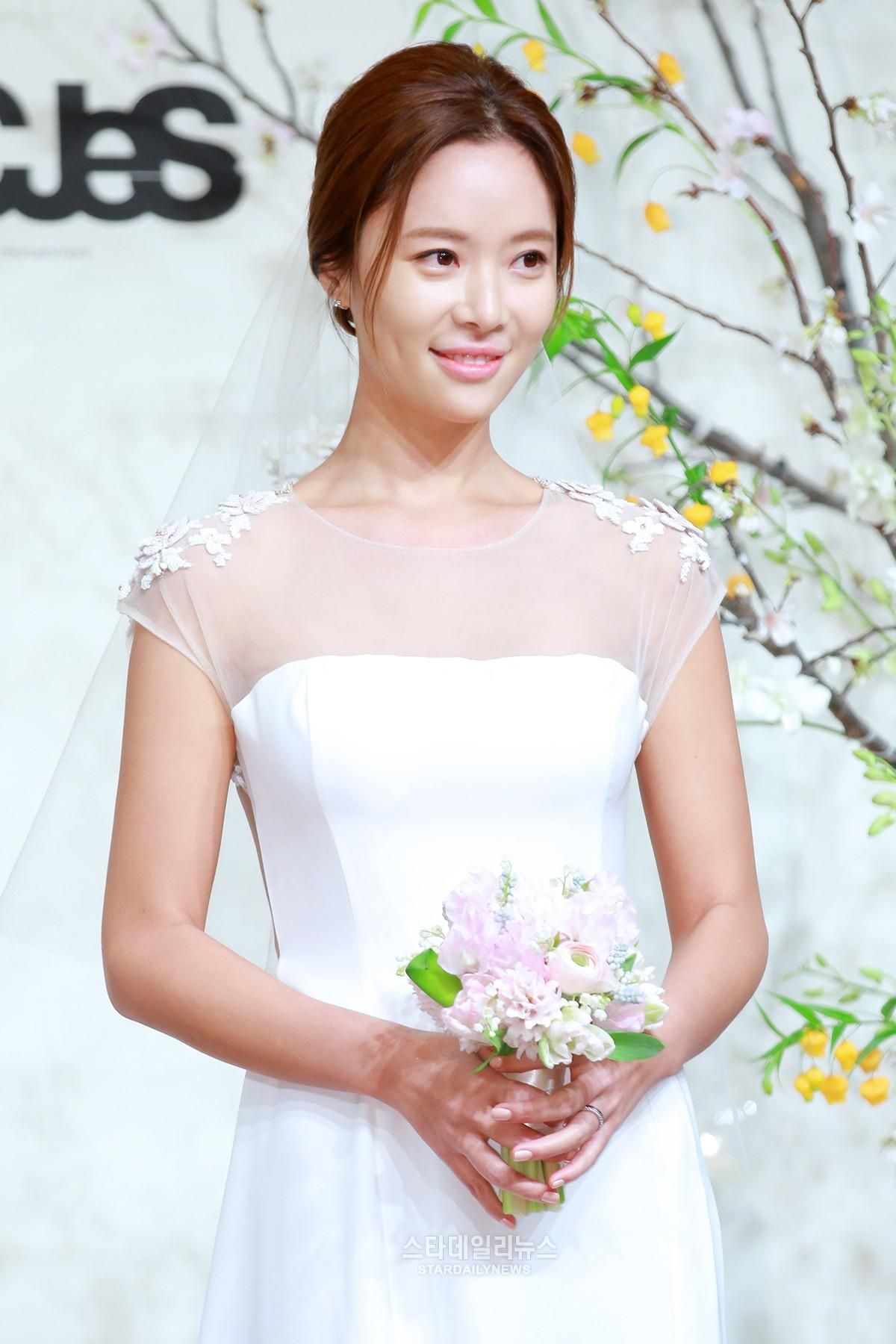 [S포토+] 황정음, '수줍은 미소' (황정음 결혼식)