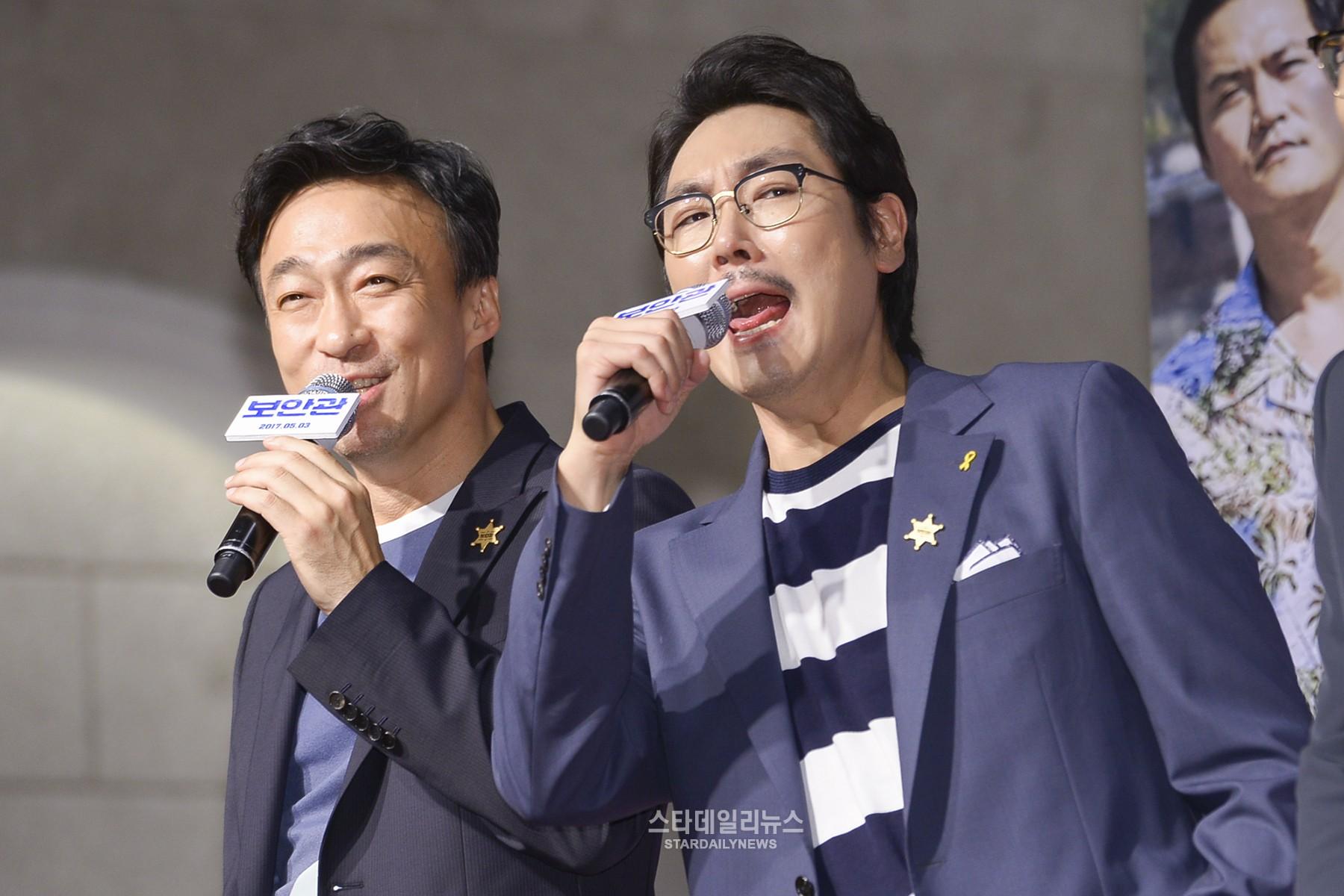 [S포토+] 이성민 조진웅, '소리질러~' (보안관 VIP 시사회)