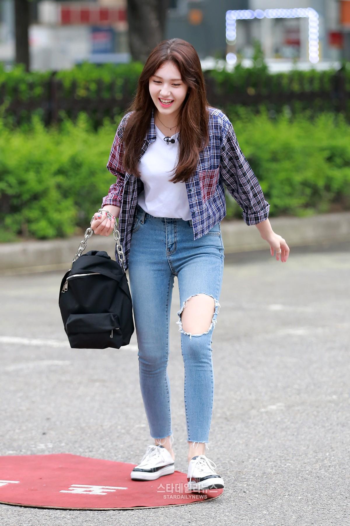[S포토+] 전소미, '와~~ 신났솜' (뮤직뱅크 출근길)