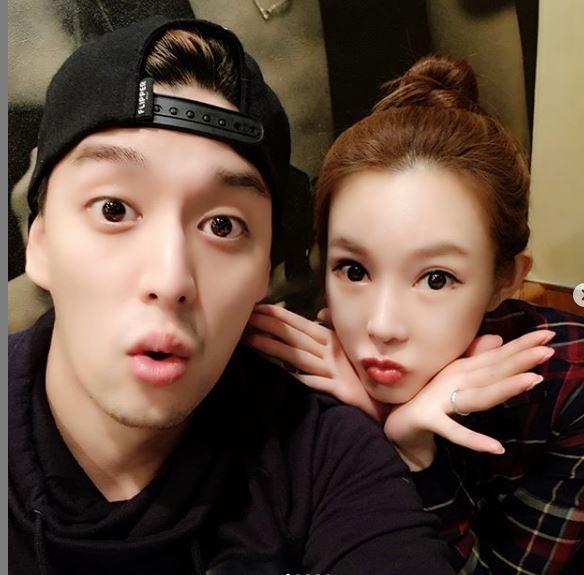 '속풀이쇼 동치미' 지연수♥일라이, 깜찍매력 폭발하는 부부셀카 '나이차이는?'