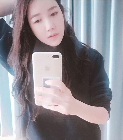 '나의아저씨' 이지아, 거울 셀카로 매혹적인 눈빛 발사...'이지아의 나이는?'