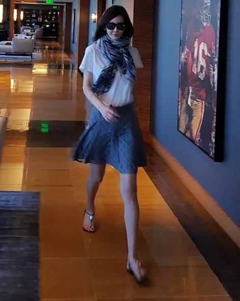 모델 박영선, 나이 잊은 동안 미모...여전히 우월한 각선미