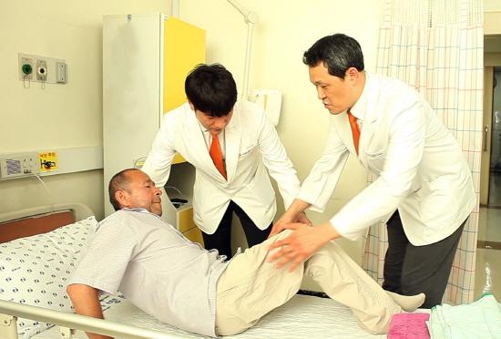힘찬병원, 우즈베키스탄 개원 앞두고 현지 환자 초청, 국내서 나눔의료 진행