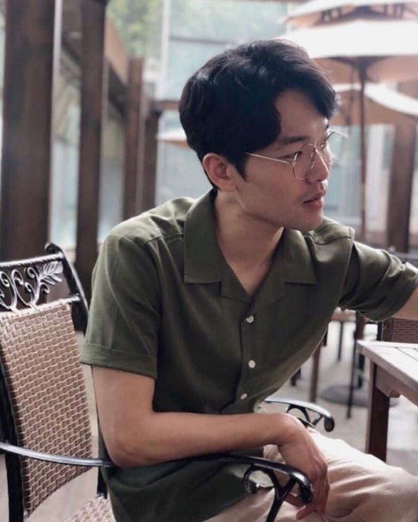 '동백꽃 필 무렵' 흥식이(이규성) 아빠? 영심이? 최근 커피숍서 포착! '뇌섹남 자태'