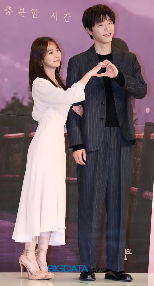 [BIG포토] 한승연-신현수, 수줍은 손하트 포즈