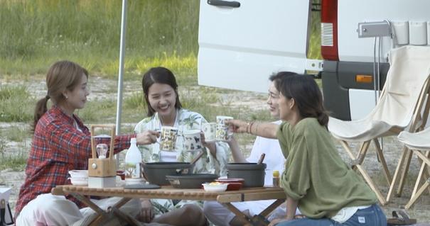 '캠핑클럽' 핑클 완전체의 용담섬바위 여행, 종편 시청률 1위