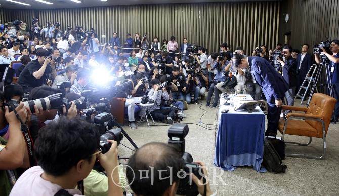 """(종합) 조국 기자회견 의혹에 대한 반박 이어져..""""밤샘 해명 하겠다"""""""