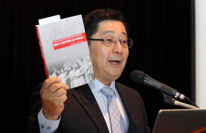 """호사카 유지, 류석춘에 일침 """"연구자의 오만, 내가 낸 책이라도 봐라"""""""