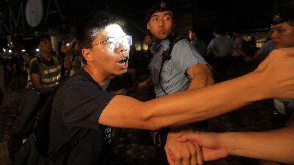 홍콩 시위: 송환법 '사망' 선고에도 홍콩 시위가 사라지지 않는 이유