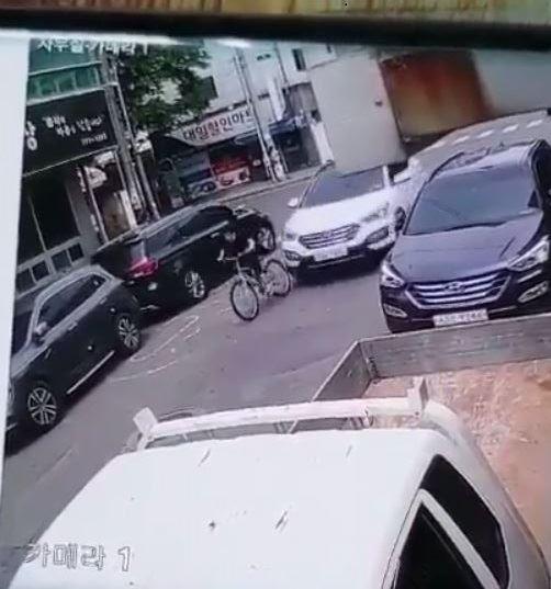 """경주 스쿨존서 자전거 추돌 사고… 피해자""""고의적으로 엑셀 더 밟아"""""""
