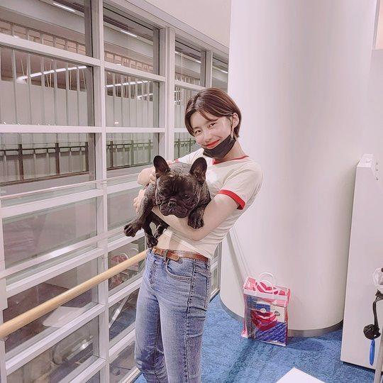 """""""귀요미를 봤다"""" 장도연, 강아지보다 더 깜찍한 미소[SNS★컷]"""