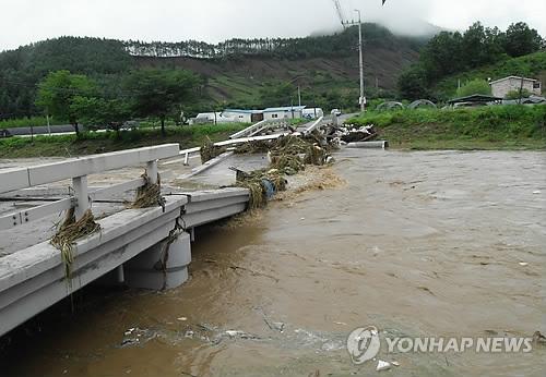 안전처 ¨중부 폭우로 사망·실종 6명¨…주택 680여채 잠겨