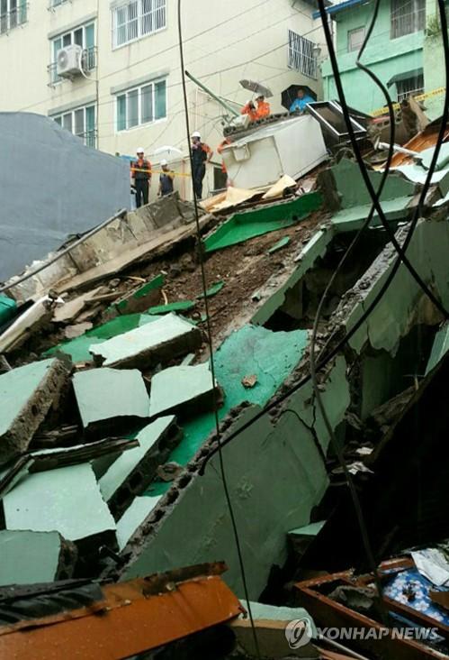 부산에 시간당 116㎜ 물폭탄…주택붕괴·도로침수 피해 속출