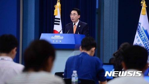 차관급 인사 발표하는 박수현 대변인
