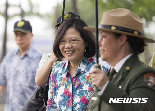 """중국, 미국 '대만여행법' 의회 통과시 """"단교"""" 경고...환구망"""