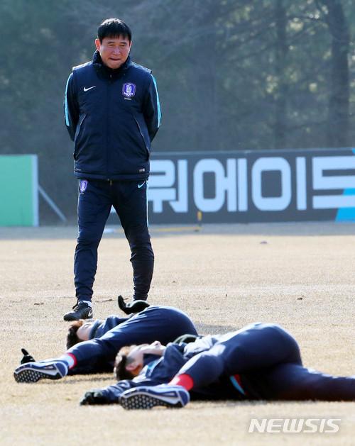 [초점]U23 축구 김봉길 감독, 말레이시아 밀집수비 뚫어라