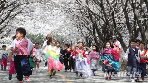 """'아동수당' 과잉복지 색안경 여전…""""국가보장 보편적권리로 봐야"""""""
