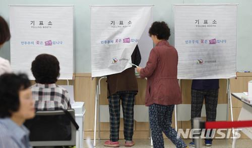 경기지역 곳곳서 투표지 찢고 사진 촬영하고