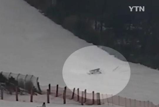 상급코스에서 스키 초보와 충돌한 스노보더 사망