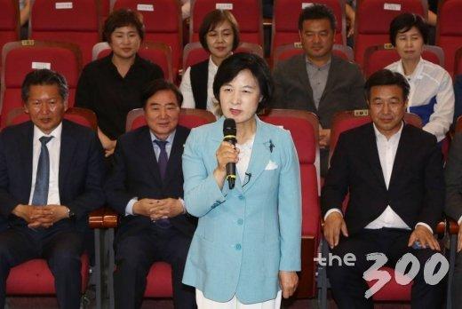 `미니총선` 12곳 중 11곳 민주당 勝, 한국당은 김천에서만 진땀승(종합)