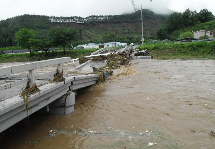 안전처 ¨중부 폭우로 사망·실종 6명…655명 구조¨