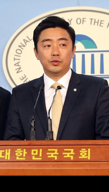 """더불어민주당, 김중로·곽상도 의원에 """"품격 지켜라"""""""