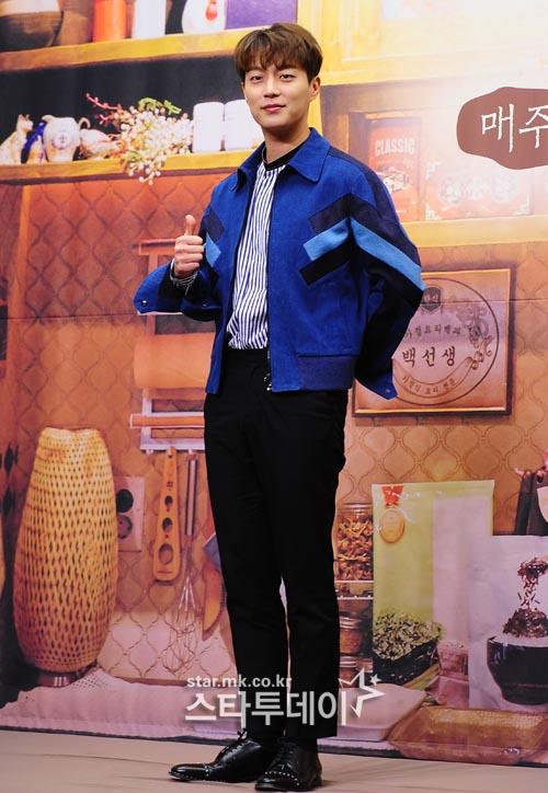"""윤두준, 병역법 개정으로 출국 불가·팬미팅 불참...누리꾼 """"아쉽지만 얼른 군대 가야"""""""