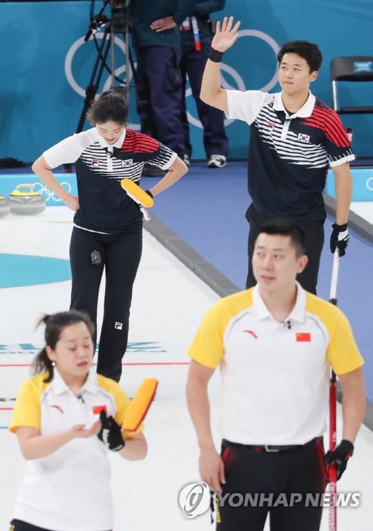 컬링 장혜지-이기정, 연장 접전 끝에 중국에 아쉬운 패배