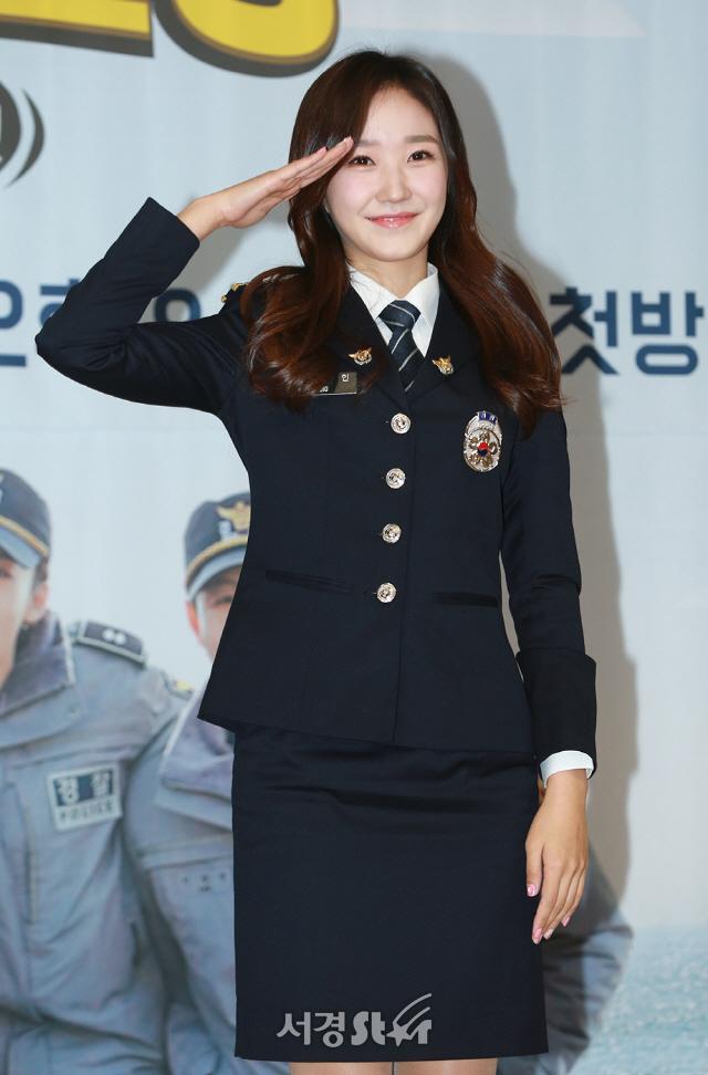장예인 `사랑스러운 미소로 경례` 시골경찰3