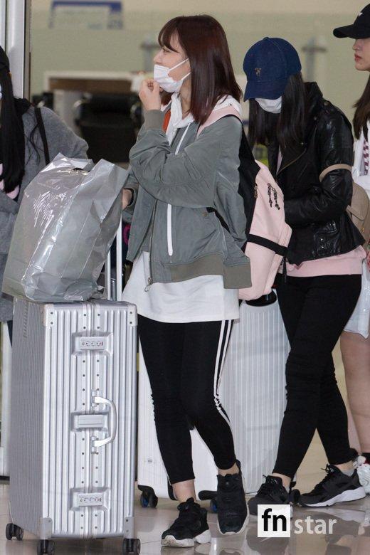 [포토] HKT48 미야와키 사쿠라(宮脇咲良), '레깅스로 편안한 공항패션'
