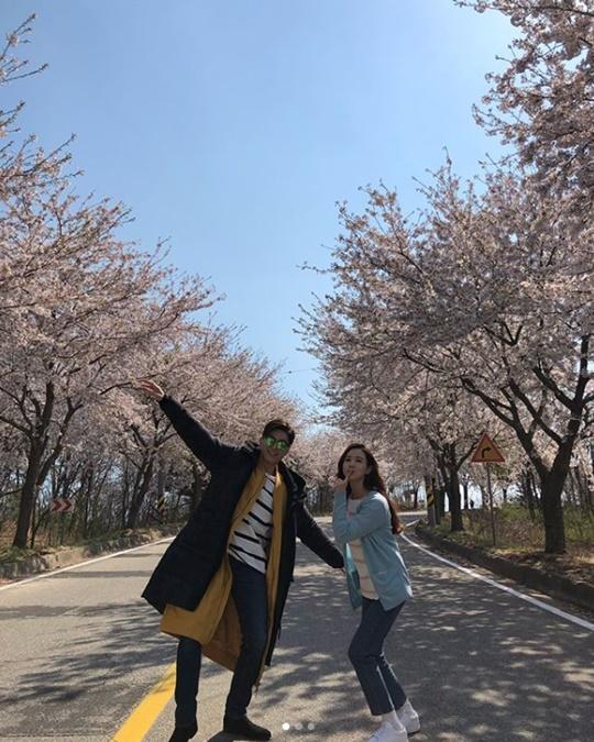 '착한마녀전' 이다해ㆍ류수영, 비글미 넘치는 투샷…'벚꽃 아래서'