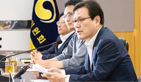 금융권 新기술 확대 논의한 최종구