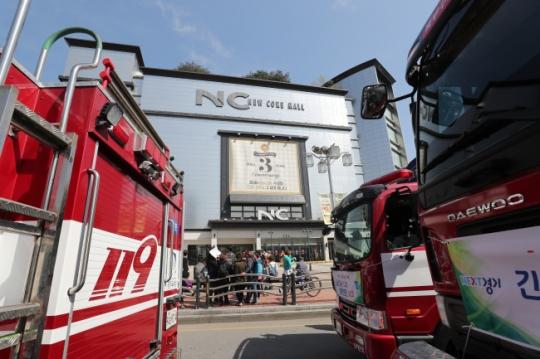 수원 NC백화점 화재…소방당국 발빠른 진화에 참사 막았다