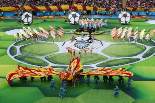 러 월드컵 화려한 개막… '텔스타의 축제' 킥오프
