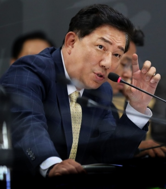 """""""기무사 장교 출신 아들의 신원조회 탈락…안 물어 보는게 더 이상"""""""