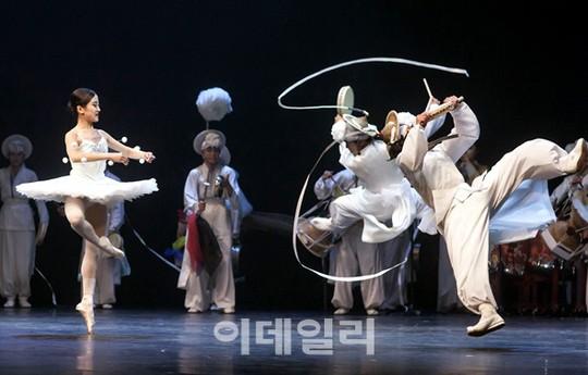 [포토] 화무지란(花舞之亂)의 공연 '아리랑 별곡'