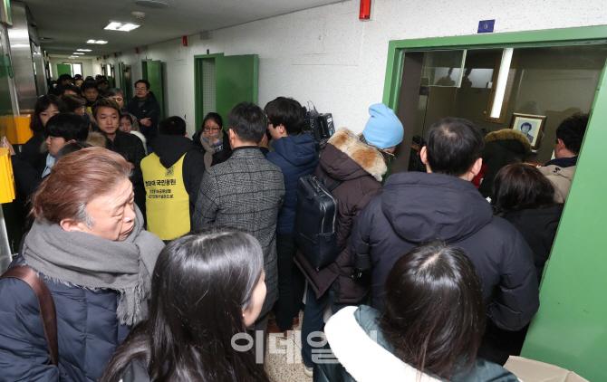 [포토]추모 발길 이어지는 남영동 대공분실 509호