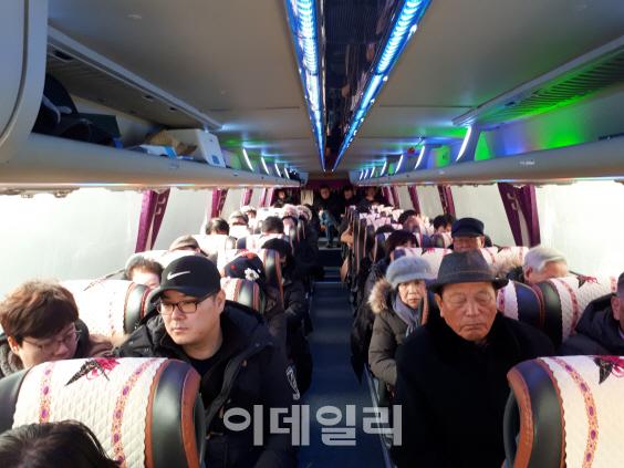 """200여명 추모 열기 '후끈'..""""박종철을 시민의 품으로"""""""
