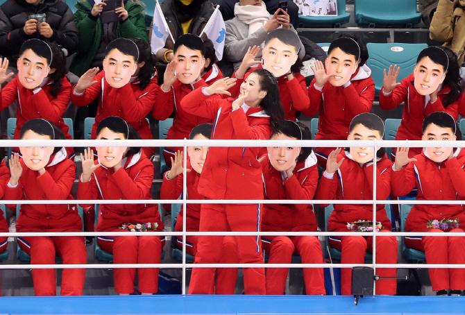 [평창] 北응원단 `김일성 가면`?..¨절대 불가능¨ vs ¨청년시절과 똑같아¨