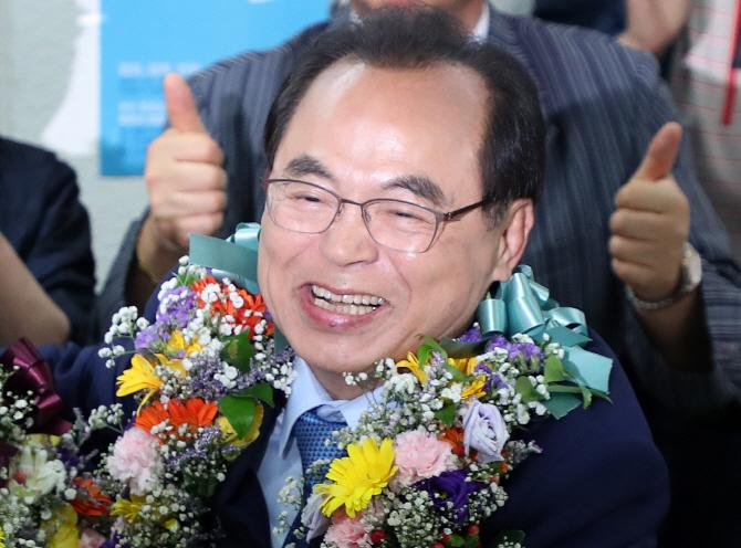 오거돈·송철호·김경수..민주, 사상 첫 부울경 싹쓸이