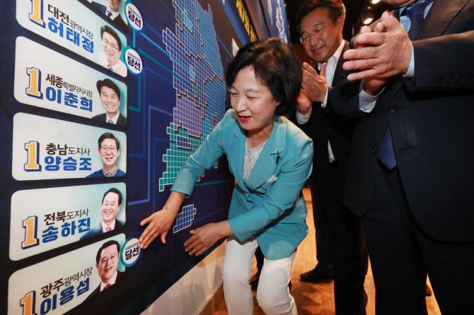 무능한 보수 심판… 민주당, 광역 14곳 압승