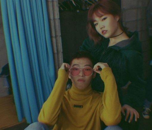 """이찬혁, 해병대 입대…동생 이수현은? """"솔로활동 원해"""""""
