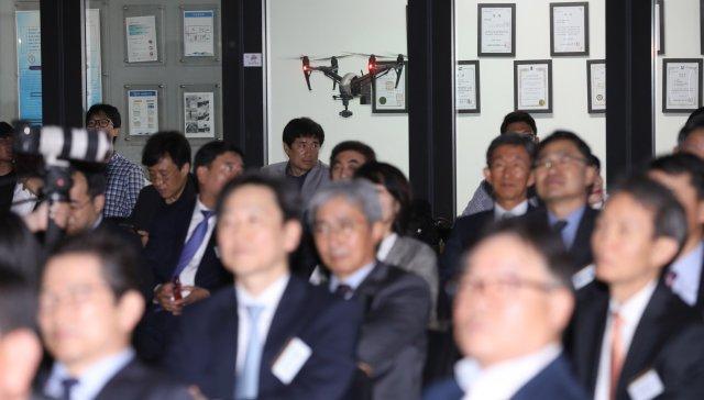 [동아포토]국민대 축제는 특이하게? 드론, 가상현실 체험, 그리고…
