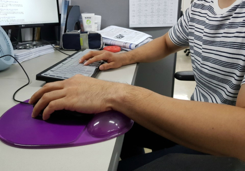[이슈플러스] 오른손잡이 세상… 여전히 '불편한 왼손'