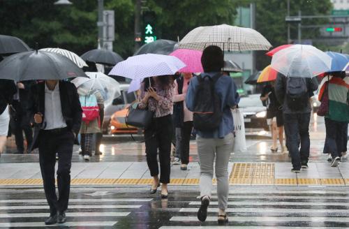 서울 100㎜ 폭우… 올해 첫 호우주의보