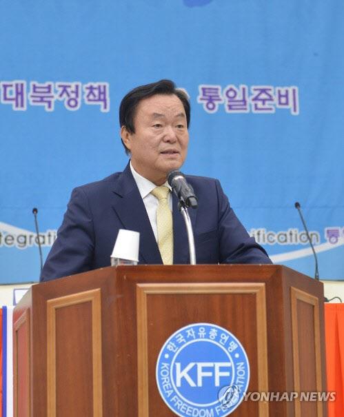 """김경재 자유총연맹 회장, """"노무현 대기업 돈 수천억원 수수"""" 발언으로 피소"""