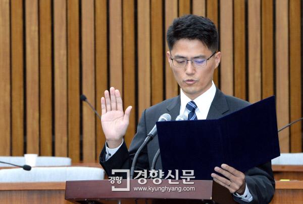 보수야당, 애먼 현직 판사 불러 '사상 검증'